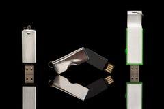 Palillo de tres memorias USB en blanco en fondo negro Imagenes de archivo