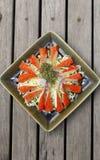 Palillo del cangrejo con la ensalada picante de la salsa Fotografía de archivo libre de regalías
