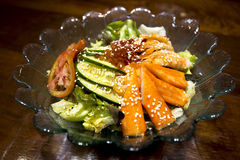 Palillo del cangrejo del sashimi de la ensalada imágenes de archivo libres de regalías