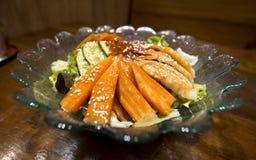 Palillo del cangrejo del sashimi de la ensalada fotografía de archivo