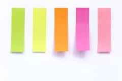 Palillo del papel de índice coloreado en blanco Fotografía de archivo libre de regalías