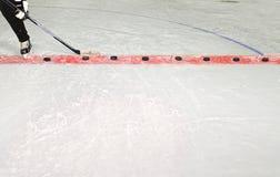 Palillo y duendes maliciosos de la práctica del hockey sobre hielo Fotografía de archivo