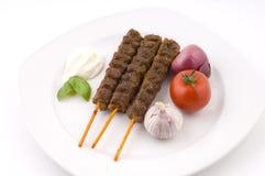 Palillos asados a la parilla deliciosos de la carne Imagen de archivo libre de regalías