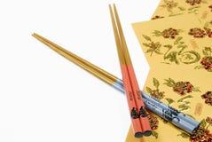 Palillos chinos del caballo y de la serpiente con las carteras del dinero del oro, Año Nuevo chino Foto de archivo libre de regalías