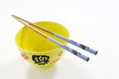 Palillos chinos del cuenco y de la serpiente de arroz Foto de archivo libre de regalías