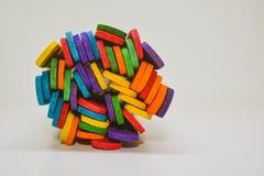 Palillos coloridos con el fondo blanco fotografía de archivo