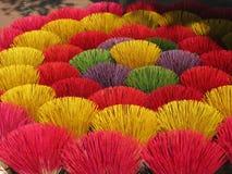 Palillos coloridos del incienso Imagen de archivo