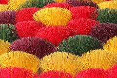 Palillos coloridos del incienso foto de archivo