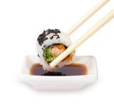 Palillos con el sushi Fotografía de archivo libre de regalías
