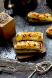 Palillos con queso fotos de archivo