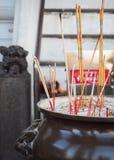 Palillos de ídolo chino en pote grande Imagenes de archivo