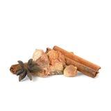 Palillos de canela, anís de estrella secado, jengibre secado, ajo secado (H Foto de archivo