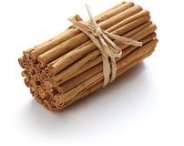 Palillos de canela de Ceilán aislados Foto de archivo