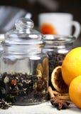 Palillos de cinamomo y naranja seca Fotografía de archivo