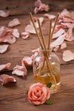 Palillos de la fragancia o difusor del olor Fotografía de archivo