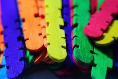 Palillos de madera coloreados Fotografía de archivo