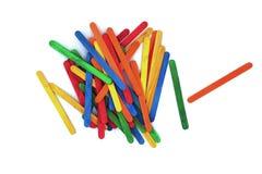 Palillos de madera del arte colorido Palillo del helado para el arte de la escuela foto de archivo libre de regalías