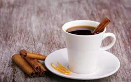 Palillos del café y de cinamomo Foto de archivo libre de regalías
