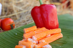 Palillos del cangrejo con las frutas y verduras Imágenes de archivo libres de regalías