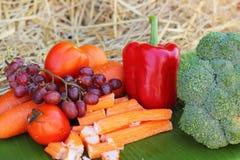 Palillos del cangrejo con las frutas y verduras Fotos de archivo