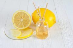 Palillos del limón de la fragancia o difusor del olor Foto de archivo libre de regalías