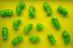 Palillos del maíz verde en un fondo amarillo Fotografía de archivo libre de regalías