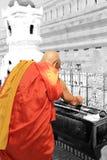 Palillos del monje de un incienso de la iluminación fotografía de archivo