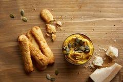 Palillos del queso con hummus Imagen de archivo libre de regalías
