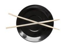 Palillos en una placa Imagenes de archivo