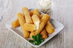 Palillos fritos del queso de la mozzarella Imagenes de archivo