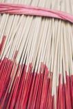 Palillos rojos del incienso en cinta decorativa Foto de archivo libre de regalías