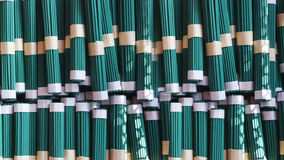 Palillos verdes del incienso en Japón Fotografía de archivo libre de regalías
