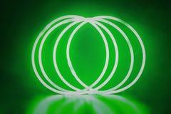 Palillos verdes del resplandor de las pulseras Imagen de archivo libre de regalías
