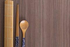 Palillos y cuchara azules del sushi Fotos de archivo