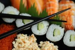 Palillos y sushi Fotos de archivo libres de regalías