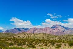 Palin, fiume e alte montagne verdi qui sopra Fotografie Stock Libere da Diritti