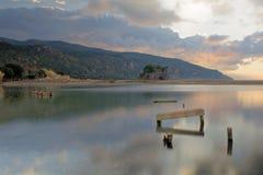 Palinuro Boca de río de Mingardo en el amanecer con el cielo nublado Imágenes de archivo libres de regalías