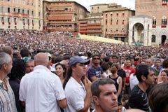Palio di Siena, Tuscany, Italien Färgglad historisk barbacka hästkapplöpning Rymt i den härliga historiska Piazza del Campo Exci Royaltyfri Bild