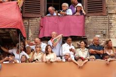 Palio di Siena, Tuscany, Italien Färgglad historisk barbacka hästkapplöpning Rymt i den härliga historiska Piazza del Campo Exci Arkivfoton