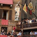 Palio di Siena, Tuscany, Italien Färgglad historisk barbacka hästkapplöpning Rymt i den härliga historiska Piazza del Campo Exci Royaltyfri Fotografi