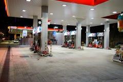 Paliwowa stacja przy wieczór Obraz Royalty Free
