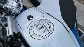 Paliwowy zbiornik sporta motocykl z BMW logo zdjęcie wideo