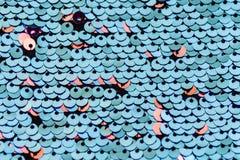 Paljettmakrobakgrund M?ngf?rgade paljetter Paillette tygbakgrund Mousserande sequined textil Selektivt fokusera arkivbilder
