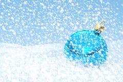 Palla blu di Natale Immagini Stock Libere da Diritti