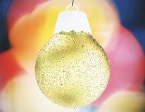 Palla brillante gialla - giocattolo dell'albero di Natale Immagini Stock