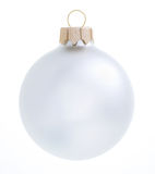 Palla d'argento di natale su fondo bianco Decorazione di natale ISOLATA Immagine Stock