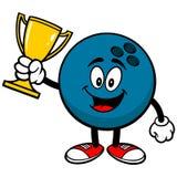 Palla da bowling con il trofeo Fotografie Stock Libere da Diritti