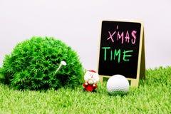 Palla da golf con la decorazione di Natale per la festa del giocatore di golf Immagini Stock