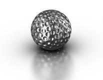 Palla da golf di argento su fondo bianco riflettente Fotografia Stock Libera da Diritti