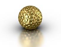Palla da golf dorata su fondo bianco riflettente Immagine Stock